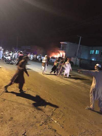 دہشت گردوں نے ایک بار پھر لاہور پر بزدلانہ وار کر دیا, خودکش دھماکے میں 5پولیس اہلکاروں سمیت9افرادشہید متعدد زخمی