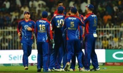 پاکستان سپر لیگ کے آخری گروپ میچ میں کراچی کنگز نے اسلام آباد یونائیٹڈ کو سات وکٹ سے شکست دے کر پلے آف مرحلے کے لیے کوالیفائی کرلیا