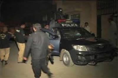 کراچی کے علاقے گلستان جوہر میں دو ڈاکو شہریوں کے ہتھے چڑھ گئے