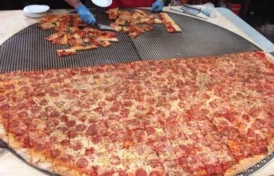 لاس ویگاس کے ایک ریسٹورنٹ میں 30انچ قطر کے پیزے کی دھوم مچی ہوئی ہے