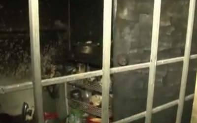 واپڈا ٹان جے بلاک میں شارٹ سرکٹ کے باعث آتشزدگی، میاں بیوی سمیت 2 بچے جاںبحق