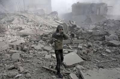 شام کے مشرقی علاقے غوطہ میں فضائی کارروائیاں ۔مشرقی غوطہ کے ایک سکول میں روسی طیاروں کی بمباری کے نتیجے میں دوخواتین اورپندرہ بچے مارے گئے