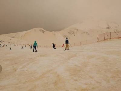 اس بار روایت سے ہٹ کر انوکھی بات ہوئی ہے ۔روس، بلغاریہ، یوکرین اور رومانیہ سمیت شمالی یورپ میں نارنجی برف باری ہوئی ہے۔