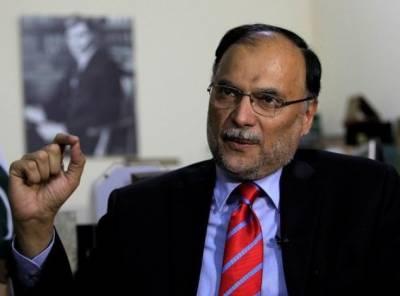 سابق صدر پرویز مشرف سکیورٹی کا بہانہ بنا کر ملک واپسی کا ارادہ موخر نہ کریں۔ ۔ ہم مشرف کو مکمل سکیورٹی فراہم کریں گے۔وزیرداخلہ احسن اقبال