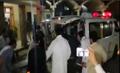 ڈیرہ اسماعیل خان میں ڈی پی او کے قافلے میں شامل پولیس وین کے قریب دھماکے میں 3 پولیس اہلکار شہید ہوگئے