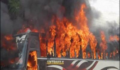 جنوبی افریقا میں بس پر پٹرول بم حملے میں 6فراد جھلس کر ہلاک جبکہ 44 زخمی