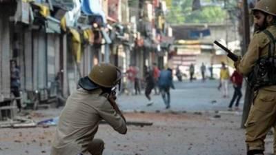 قابض بھارتی فوج مقبوضہ کشمیرمیں خون کی ہولی کھیلنے سے بازنہ آئی۔بھارتی فوج نے پرامن کشمیری مظاہرین پرگولیاں برسادیں چارکشمیری شہید