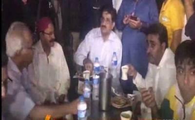 وزيراعلیٰ سندھ مراد علی شاہ بغير پروٹوکول شہر قائد ميں جاری ترقیاتی کاموں کا جائزہ لينے پہنچے