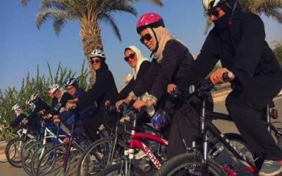 سعودی عرب تیزی سے تبدیلی کی جانب گامزن،جدہ میں خواتین کی پہلی سائیکل ریس کا اہتمام کیا گیا۔