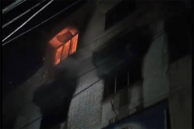 کراچی کے علاقے ڈیفنس میں ادویات کے گودام میں اچانک آگ بھڑک اٹھی