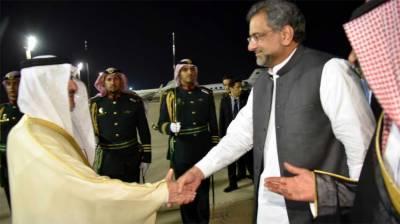 وزیراعظم شاہد خاقان عباسی دوروزہ سرکاری دورے پرسعودی عرب پہنچ گئے