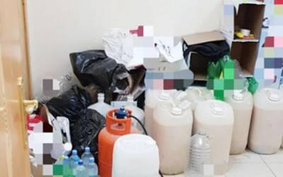سعودی عرب: گھر میں شراب کی بھٹی بنانے والا غیر ملکی گرفتار ،20 ڈرم ضبط