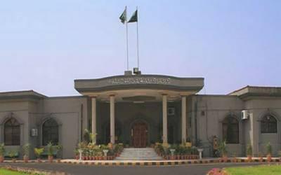 اسلام آباد ہائیکورٹ نے ججز کی رہائش گاہیں واپس لینے کیلئے وزارت ہاوسنگ کا نوٹیفیکیشن معطل کردیا۔