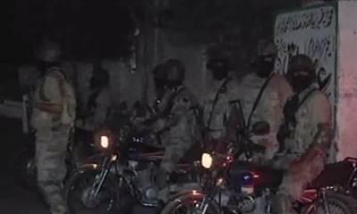 کراچی کے علاقے ناگن چورنگی کے قریب قانون نافذ کرنے والے اداروں نے کارروائی کرتے ہوئے کے ڈی اے کے افسر کو گرفتار کر لیا۔
