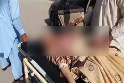 گجرات کے نواحی گاؤں چنن میں یونیورسٹی آف گجرات کے3 طالبات تیزاب گردی کا شکار ہوگئیں۔