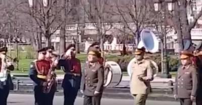 سپہ سالار پاک فوج جنرل قمر جاوید باجوہ سرکاری دورہ پر روس پہنچ گئے روس کے ساتھ دوطرفہ تعلقات کو مزید فروغ دینے کے خواہاں ہیں۔ آرمی چیف