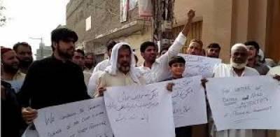 انسداد ڈینگی ملازمین اپنے مطالبات کی منظوری کیلئے دسویں روز احتجاج کیلیے سول سیکرٹریٹ پہنچ گئے