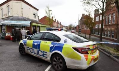 برطانیہ کے شہر برمنگھم مسجد کے باہر کار نے لوگوں کو روند ڈالا، جس کے نتیجے میں2 افراد زخمی ہوگئے