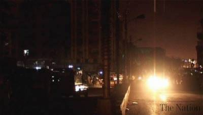 Intermittent load-shedding swathes Karachi into darkness, inconveniencing citizens