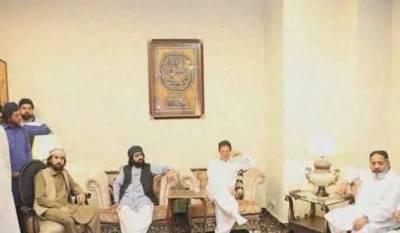چیئرمین تحریک انصاف عمران خان نے پیرآف گولڑہ کی حمایت حاصل کرلی راجہ ظفرالحق رپورٹ سامنے لانا پوری قوم کا مطالبہ ہے۔ عمران خان