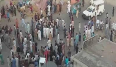 کراچی میں تجاوزات کے خلاف آپریشن پر مشتعل افراد نے اینٹی انکروچمنٹ ٹیم پرحملہ کردیا، ایک شخص مارا گیا خاتون افسرزخمی