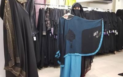 امریکی سفارتکاروں کی بیگمات سعودی عبایا پر فریفتہ