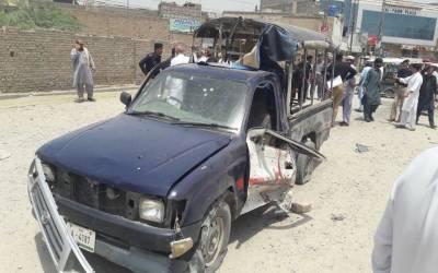 بنوں: پولیس موبائل پر بم دھماکا، ایک پولیس اہلکار شہید، 13 افراد زخمی