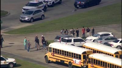 امریکی ریاست ٹیکساس کے ایک سکول میں فائرنگ سے پاکستانی طالبہ سبیکا شیخ سمیت دس افراد ہلاک اور متعدد زخمی ہو گئے