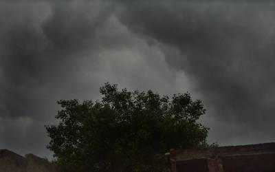ملک کے بالائی علاقوں میں بارش اور تیزہواؤں سے گرمی کا زور ٹوٹ گیا