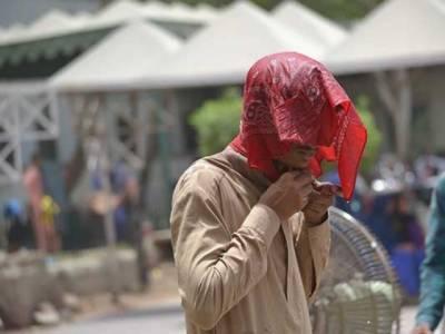 شہر قائد میں جھلسادینے والی گرمی نے لوگوں کو نڈھال کردیا پارہ 43ڈگری تک جاپہنچا۔
