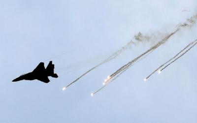 اسرائیلی جنگی طیاروں کی غزہ میں کشتیوں اور مزاحمتی مراکز پربمباری