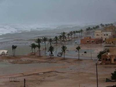 کئی علاقے زیر آب آگئے اور شہری گھروں میں محصور ہوکر رہ گئے، تعلیمی ادارے و کاروباری مراکز بند