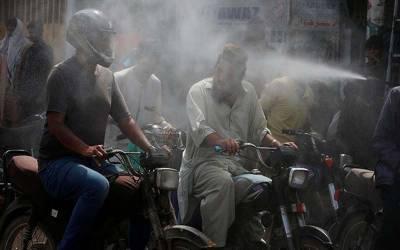 کراچی میں ہیٹ سٹروک کا خطرہ ابھی ٹلا نہیں، درجہ حرات تنتالیس ڈگری کو چھونے لگا۔