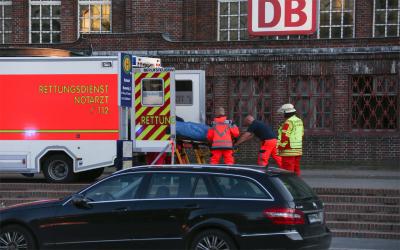 ریلوے اسٹیشن کے قریب ایک شخص نے مسافر اور خاتون پولیس اہلکار کو چاقو سے زخمی کردیا