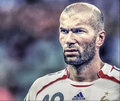 مقبول ترین فٹ بال کلب ریال میڈرڈ کے کوچ اور سابق فٹ بالر زین الدین زیدان نے اپنے عہدے استعفیٰ دے دیا ،