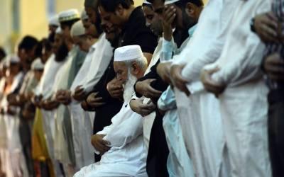 آج 27 ویں رات حفاظ کرام نماز عشاء کے بعد تراویح میں قرآن پاک مکمل کریں گے۔