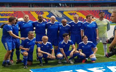 فٹبال برادری کے بڑے نام اور عظیم کھلاڑیوں نے میگا ایونٹ سے قبل دوستانہ میچز کھیلے۔