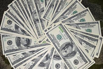 تاریخ میں پہلی مرتبہ انٹر بینک میں ڈالر کی قدر120روپے کی ریکارڈسطح سے تجاوز کرگئی