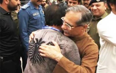 صدر مملکت اور گورنر نے کراچی، نگران وزیراعظم نے اسلام آباد ،گورنر پنجاب اور چیف جسٹس نے لاہور میں عید کی نماز ادا کی۔