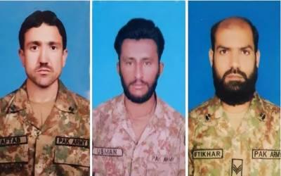 پاک فوج کے جوانوں نے افغانستان سے پاکستانی چوکیوں پر دہشت گردوں کے حملے ناکام بنا دیے۔