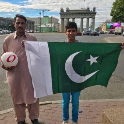 احمد رضا کے والد شبیر احمد خود سیالکوٹ میں فٹ بال بناتے ہیں