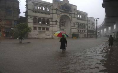 لاہور میں دوسرے روز بھی موسلا دھار بارش ، نشیبی علاقے ایک بار پھر زیر آب آگئے