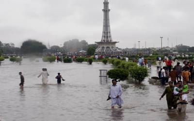 لاہور میں بارشوں کے بعد شہباز شریف کے پیرس کی بازگشت نے سوشل میڈیا پر طوفان کھڑا کردیا