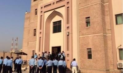 اسلام آباد کی احتساب عدالت میں جج محمد بشیر کی رخصت کے باعث العزیزیہ ریفرنس کی سماعت نو جولائی تک ملتوی
