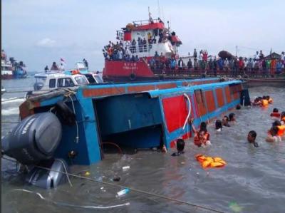 انڈونیشیا کے جزیرے سولاویسی کے قریب کشتی ڈوبنے کے نتیجے میں 31 افراد ہلاک