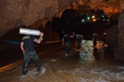 تھائی لینڈ میں غار میں پھنسے بچوں کو بچانے کیلئے سرتوڑ کوششیں جاری