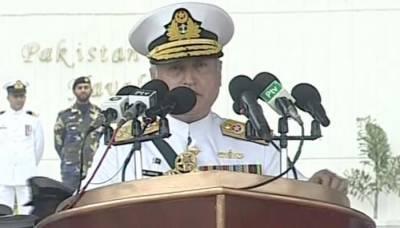 پاک بحریہ کے سربراہ ایڈمرل ظفر محمود عباسی پاسنگ آؤٹ پریڈ سے خطاب کرتے ہوئے