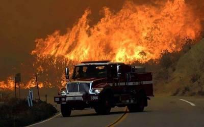 سان ڈیگو کے جنگلات کی آگ الپائن تک پھیل گئی۔ کئی گھر تباہ