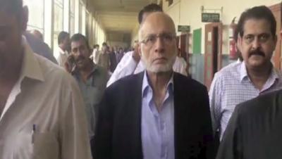 کراچی: جوڈیشل مجسٹریٹ کی عدالت نے گزشتہ روز گرفتار کیے جانے والے معروف بینکر حسین لوائی اور محمد طحہٰ کا جسمانی ریمانڈ منظور کرلیا۔