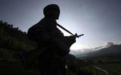 بھارتی فوجی اہلکار نے اپنی سروس رائفل سے خود کو گولی مارکر خودکشی کرلی۔